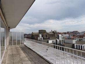 Deze studio is pal in het centrum van Gent gelegen. Met het ruime terras en lichtrijke leefruimte is dit echt een topper. <br /> Alles werd zonet voll