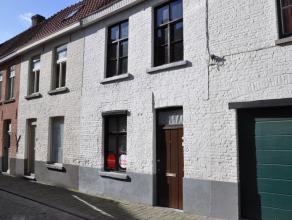 Gezellige rijwoning met 1 slaapkamer, zolderkamer  en stadskoer. Gelegen in het centrum van Brugge nabij winkels en openbaar vervoer.<br /> <br /> Ind