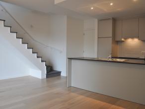 """Nieuwbouwstapelwoning in residentie """"Wispeltuin"""" met 2 slaapkamers, ruim terras en gemeenschappelijke kloostertuin.<br /> <br /> INDELING:<br /> Glvl."""