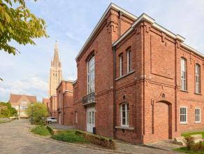 Drie kantoormodules van 161m² in het Brugse stadscentrum.  Indeling: De gelijkvloerse ruimtes bestaan uit een grote oppervlakte van 24,10m x 6,70