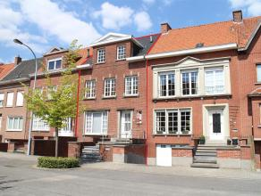 Zonnige woning op Sint-Elisabeth. Deze woning werd vernieuwd en volledig opgeschilderd. <br /> Indeling: Leefruimte met zit- en eetplaats (39 m²)