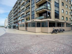 Handelsgelijkvloers op goeie commeriële ligging op de Zeedijk van Zeebrugge.<br /> <br /> Indeling:<br /> > Volwaardige kelder<br /> > Geli