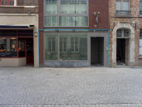 Instapklaar handelsgelijkvloers op zeer centrale ligging aan de ingang van parking Zilverpand in het centrum van Brugge.<br /> <br /> Indeling:<br />