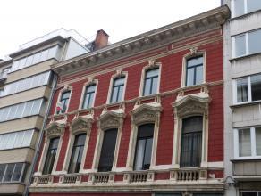 Uitzonderlijk ruim appartement gesitueerd in het centrum van Gent. De buitengewone oppervlakte van niet enkel de leefruimte en de slaapkamers zijn een