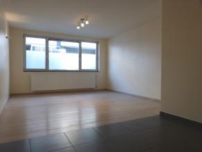 Deze goed onderhouden studio (geen aparte slaapkamer) bevindt zich aan de Groendreef in Gent. De leefruimte- slaapruimte is 15 m² en aangrenzend