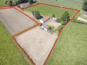 Deze te renoveren/ nieuw te bouwen hoeve (grondopp. 8379m²) is gelegen op een toplocatie in Wortegem-Petegem. De hoeve is omringd door groen en u