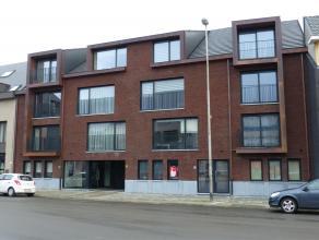 Dit nieuwbouw gelijkvloers appartement heeft een tijdloze architectuur met oog voor klasse en is afgewerkt met kwaliteitsmaterialen. Instapklaar (voll