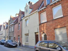 Gezellige, rustig gelegen woning met 2 slaapkamers en gezellige stadskoer in het centrum van Brugge.<br /> <br /> Indeling:<br /> Glvl.: inkom - woonk