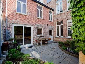 Dit herenhuis van 200 jaar oud is gelegen achter de Sint-Baafskathedraal vlakbij het Bisdomplein in Gent, een absolute topligging!<br /> De woning wer