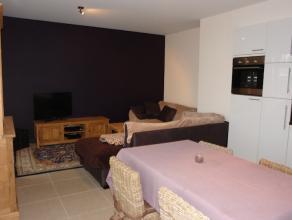 Centraal gelegen appartement met 1 slaapkamer en bureauruimte.  Ruime living met zuidgericht terras, volledig ingerichte keuken met aansluitend bergin