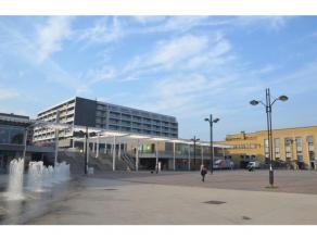 Ondergrondse autostaanplaats aan het station van Brugge. Staanplaats nr. 60.<br /> <br /> - Huurprijs: € 50,00<br /> - Provisie alg.kosten: € 10,00