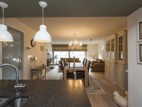 Kwalitatief en hoogwaardig afgewerkte nieuwbouw (volledig afgewerkt met topmassief parketvloer, exclusieve keuken met composiet werkblad waarin 2 spoe