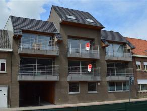 Nieuwe duplex met 2 slaapkamers en veel ruimte<br /> <br /> De duplex heeft volgende indeling:<br /> > inkom met trap naar 2de verdieping<br /> &gt