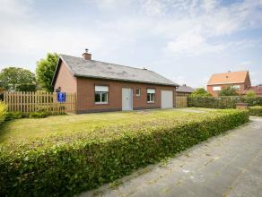 Verzorgde instapklare bungalow (bj.85) op 564 m² met 2 gelijkvloerse slaapkamers, garage en aangename zongerichte tuin in een kindvriendelijke wo