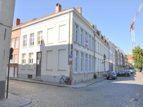 Herenwoning op prachtige locatie met 3 slaapkamers in het centrum van Brugge. Gelegen nabij en met prachtig zicht op de Augustijnenrei.<br /> <br /> I