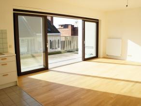 Dit appartement is gelegen in een residentie, boven K in Kortrijk. Het appartement beschikt over een ruim zonnig terras dankzij de zuidelijke ori&euml
