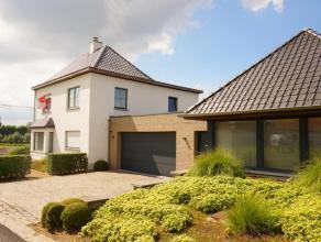 Deze woning is gelegen in het rustige Wortegem-Petegem.<br /> De woning bevat een lichtrijke leefruimte met houthaard, volledig uitgeruste keuken, 3 s