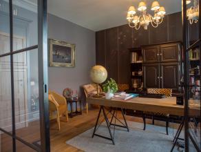 Dit ruime appartement werd 2 jaar geleden volledig gerenoveerd. De hoogwaardige afwerking is terug te vinden in verschillende facetten van de woning: