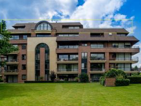 Exclusief recent gerenoveerd appartement gelegen aan het Geitepark met zicht op het water. Het appartement biedt een zee van ruimte met zijn 227 m&sup