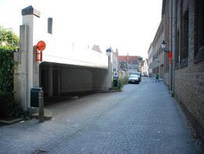 Ondergrondse afgesloten garagebox (n°81) met plaats voor 1 wagen.<br /> <br /> - Huurprijs: € 90,00
