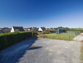 Perceel grond voor recreatieve doeleinden van ca. 2.500 m²<br /> <br /> INDELING<br /> Momenteel deels verhard in steenslag, en een hard-court te