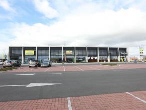 Prachtige nieuwbouw handelsruimte langs dé belangrijkste invalsweg van Roeselare. Excellente ligging in de nabijheid van Gamma, Eurotuin, Eldi,