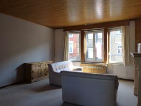 Aangename en lichtrijke woning op een boogscheut van het Sint-Pietersstation alsook het centrum van Gent. Dit huis situeert zich in de Paul Fredericqs