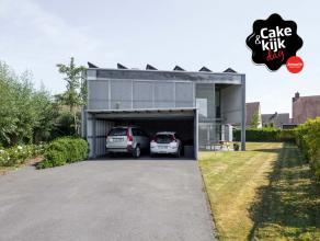 Deze unieke woning afgewerkt met kwaliteitsvolle materialen is gelegen in een rustige omgeving op een perceel van +/- 820 m².<br /> <br /> INDELI
