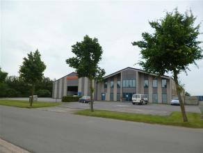 Bedrijfsgebouw met nuttige oppervlakte van ca. 2.696m² op ca. 6.141m² in zone voor milieubelastende industrieën. <br /> <br /> * ATELIE