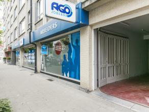 Deze kantoorruimte met een facade van 16m is gelegen op GLV van een appartementsgebouw in centrum van Kortrijk. <br /> <br /> Indeling:<br /> - landsc