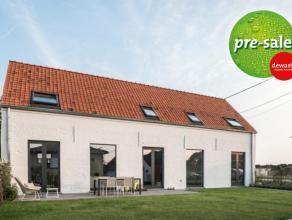 Dit huis is een pareltje in zijn soort. Een heel diepgaande renovatie bracht dit project in de Vlaamse Ardennen tot een mooie balans tussen de omgevin