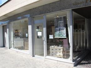Commerciële ruimte van ca. 75m² te koop in het centrum van Roeselare.<br /> <br /> Gelegen op invalsweg op ca. 600m² van de Grote Markt