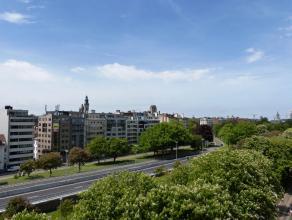 Volledig gemeubeld appartement gelegen vlakbij het Zuid van Gent en bijgevolg de perfect verbinding met autosnelwegen.<br /> Het appartement is comple