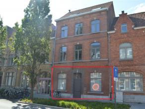Zeer centraal gelegen appartement op het gelijkvloers op wandelafstand van de Grote Markt en het station van Ieper. Volledig geschilderd. Het appartem