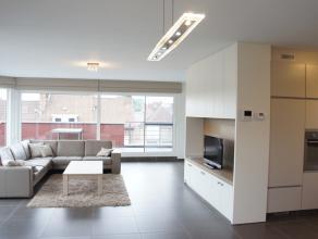Exclusieve penthouse met 2 slaapkamers, autostaanplaats en prachtige ruime terrassen (75m²) op superligging vlakbij het station.<br /> Gordijnen