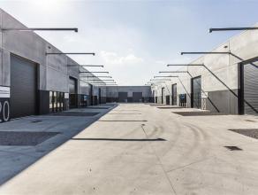 Nieuwbouw atelier / opslagplaats te huur van 216m² gelegen aan de vaart te Roeselare met een vrije hoogte van 5,5m. Volledig afgewerkt met kwalit