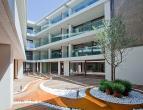 Ruim nieuwbouwappartement met 3 slaapkamers in centrum Brugge<br /> <br /> Indeling: <br /> Glvl.: inkom - woonkamer met open keuken (49m²) voorz