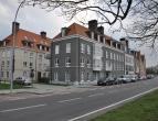 Modern duplex appartement met 3 slaapkamers, dubbele garage en terras in Brugge. Ideaal gelegen met vlotte verbinding naar ring, expresweg, ...<br />