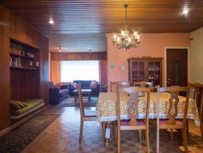 Ruime rijwoning met inkom,leefruimte, keuken met wasplaats, naai- atelier en slaapkamer. Op de eerste verdieping is er een ingerichte studio met keuke