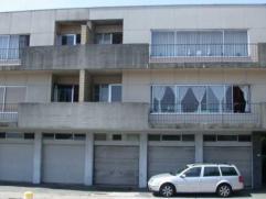 Appartement op 1e verdieping met hall, berging, living, keuken, terras, badkamer, 3 slaapkamers, kelder Provisie van euro 15/mnd. EPC 296kwh/m² R