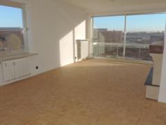 Instapklaar, lichtrijk appartement met living, ingerichte keuken, 3 slk's, badkamer met inloopdouche, toilet, kelder, garage. Appartement is vernieuwd