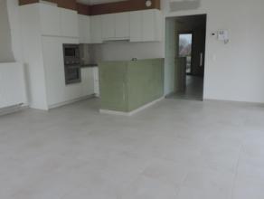 Residentie Blauwe Reiger : nieuwbouwappartement op 1e verdieping met inkom, vestiaire en toilet, mooie living met open ingerichte keuken, berging, ter