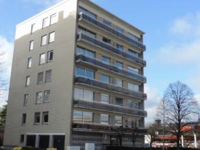 Lichtrijk appartement met living, keuken, 3 slk's, badkamer, toilet, kelder, garage. Prachtig uitzicht op de vernieuwde stationsbuurt. Provisie: 120 E