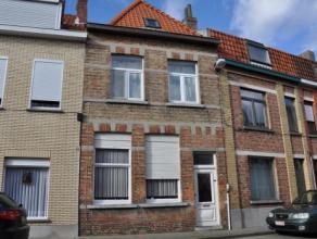 Het betreft hier een op te frissen rijwoning gelegen in de Hertogenstraat te Sint-Andries. Deze woning geniet een zeer goede ligging door de nabijheid