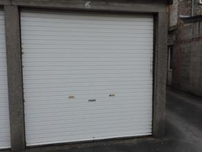 Gesloten garagebo (nr 6), in het centrum van Brugge, ter hoogte van Werkhuisstraat, ingang nr 4.