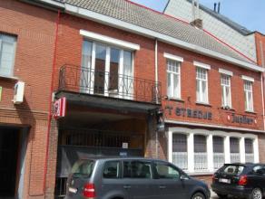Het eigendom doet momenteel dienst als horecazaak gecombineerd met woonst op het 1ste verdiep. Vooral de centrale ligging nabij de markt, E40, winkels