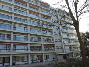 Ruim en lichtrijk 1 slaapkamer appartement gelegen te Sint-Michiels op rustige ligging en zicht op groen. Het appartement heeft een ruime living, keuk