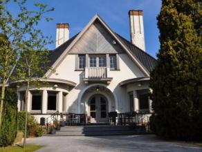 Deze vrijstaande en grondig gerenoveerde woning op een ruim en beheersbaar perceel van ca. 1.350m² is gelegen langs één van de bela