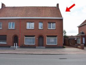 Deze ruime halfopen woning is ingeplant op een perceel van 677 m² en is gesitueerd in het centrum van Beernem. De ligging nabij snelweg E40, stat