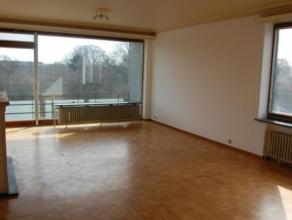 Residentie Ten Hove: vlakbij station en centrum Brugge. Ruim appartement met living, terras voor- en achteraan, keuken, 3 slaapkamers, badk. kelder en